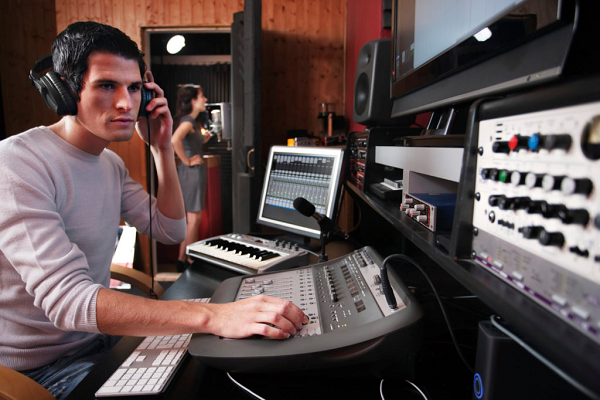 Audio-Engineer_600x400